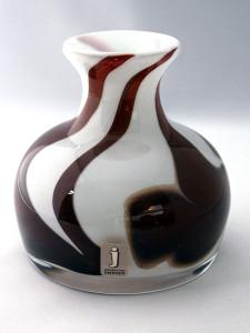 orup liten brun och vit vas